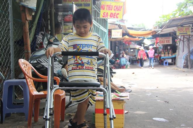 Mồ côi cha, đứa lớn bị bại não, đứa nhỏ đi không được, bám víu trên vai mẹ tật nguyền mưu sinh giữa Sài Gòn - Ảnh 5.