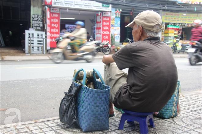Tết Đoan Ngọ, nhà nhà sum vầy, cha già trăm tuổi vẫn đi bộ khắp Sài Gòn, bán bánh ú nuôi hai con gái - Ảnh 6.