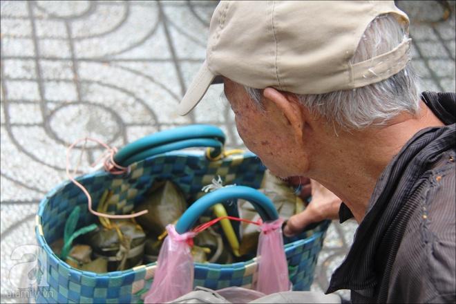 Tết Đoan Ngọ, nhà nhà sum vầy, cha già trăm tuổi vẫn đi bộ khắp Sài Gòn, bán bánh ú nuôi hai con gái - Ảnh 14.