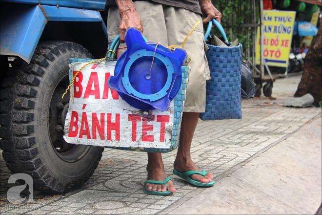 Tết Đoan Ngọ, nhà nhà sum vầy, cha già trăm tuổi vẫn đi bộ khắp Sài Gòn, bán bánh ú nuôi hai con gái - Ảnh 4.