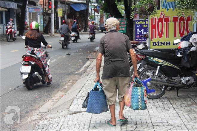 Tết Đoan Ngọ, nhà nhà sum vầy, cha già trăm tuổi vẫn đi bộ khắp Sài Gòn, bán bánh ú nuôi hai con gái - Ảnh 5.