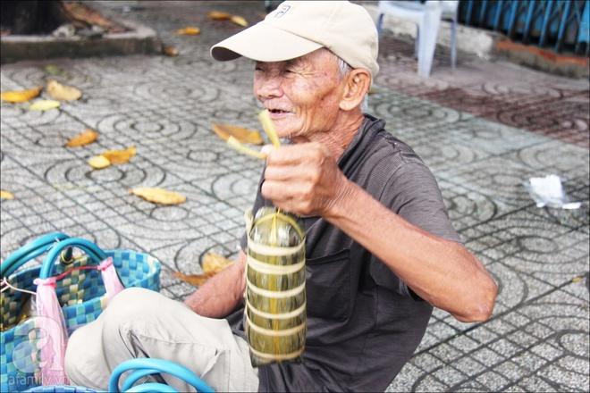 Tết Đoan Ngọ, nhà nhà sum vầy, cha già trăm tuổi vẫn đi bộ khắp Sài Gòn, bán bánh ú nuôi hai con gái - Ảnh 8.