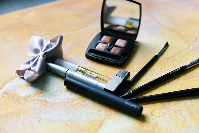Chỉ dùng mascara thôi đã có tới 8 cách sử dụng, mà còn không phải dành riêng cho lông mi nhé - Ảnh 1.