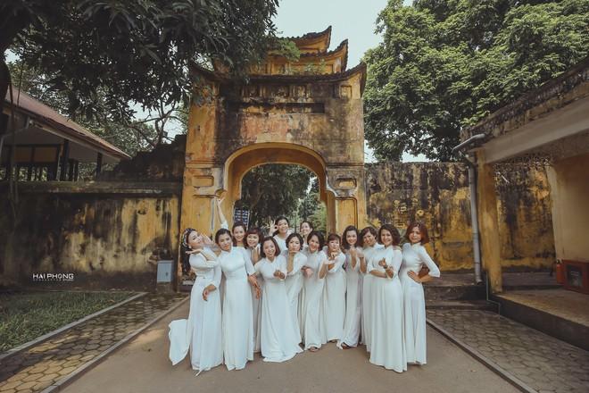Bộ ảnh kỷ niệm 20 năm hội bạn thân Hà Nội sẽ khiến ta thầm mong một tình bạn như thế - Ảnh 21.