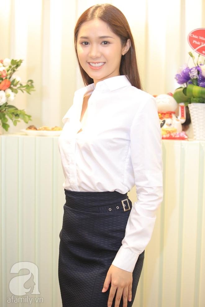Ngọc Trinh xinh đẹp đến chúc mừng Kỳ Hân lên chức bà chủ - Ảnh 9.