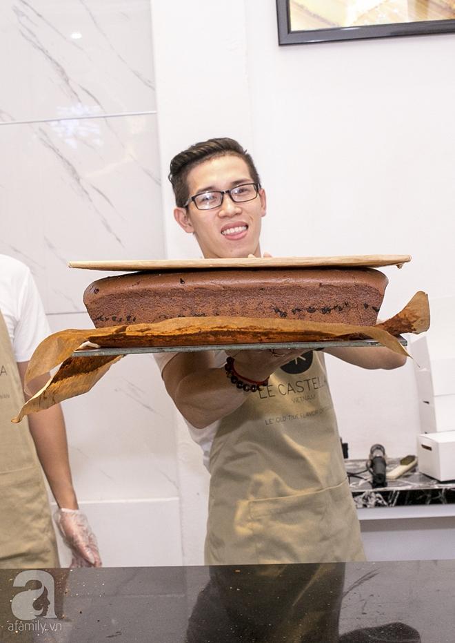 Cuối cùng, bánh bông lan khổng lồ Đài Loan từng gây sốt ở Sài Gòn cũng đã tới Hà Nội - Ảnh 2.