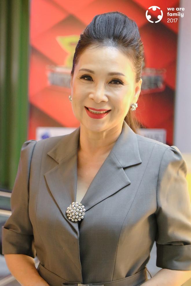 NSƯT Kim Xuân: Đi gần hết cuộc đời, vẫn thấy ấm lòng vì có chồng con bên cạnh - Ảnh 2.