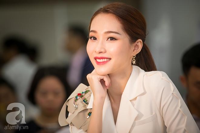 Mặc đồ giản dị nhưng Hoa hậu Thu Thảo vẫn khiến mọi ánh nhìn xao xuyến - Ảnh 5.