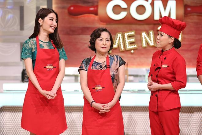 Diễm My 9X lần đầu khoe mẹ trẻ đẹp trên sóng truyền hình - Ảnh 4.