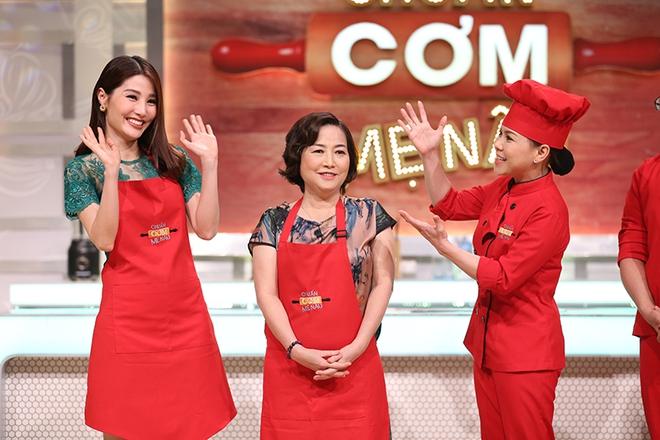 Diễm My 9X lần đầu khoe mẹ trẻ đẹp trên sóng truyền hình - Ảnh 5.