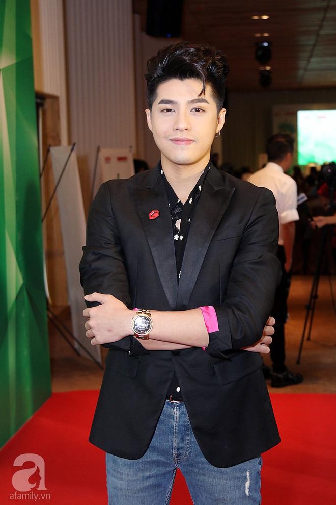 Noo Phước Thịnh bảnh bao, Tóc Tiên diện áo croptop khoe eo thon gợi cảm - Ảnh 3.