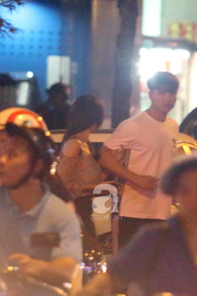 Độc quyền: Trương Quỳnh Anh - Tim tình tứ khoác tay nhau tại nơi công cộng sau khi xuất hiện tin ly hôn - Ảnh 1.