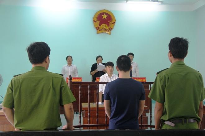Giao cấu với chị 16 tuổi có bầu, nam thanh niên dâm ô với em gái 13 tuổi, VKS chỉ đề nghị 15-18 tháng tù - Ảnh 2.