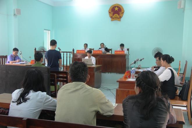 Giao cấu với chị 16 tuổi có bầu, nam thanh niên dâm ô với em gái 13 tuổi, VKS chỉ đề nghị 15-18 tháng tù - Ảnh 6.