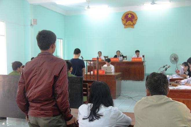 Giao cấu với chị 16 tuổi có bầu, nam thanh niên dâm ô với em gái 13 tuổi, VKS chỉ đề nghị 15-18 tháng tù - Ảnh 7.