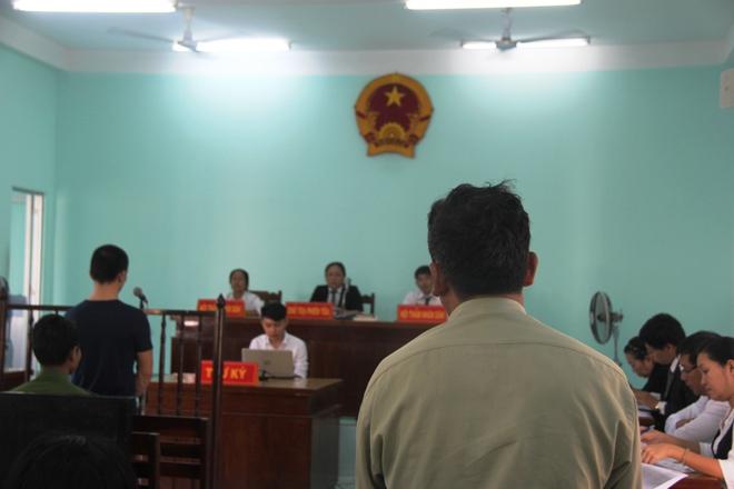 Giao cấu với chị 16 tuổi có bầu, nam thanh niên dâm ô với em gái 13 tuổi, VKS chỉ đề nghị 15-18 tháng tù - Ảnh 10.