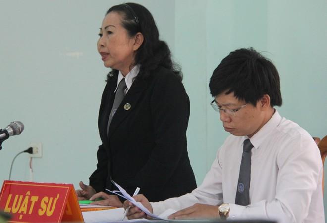 Giao cấu với chị 16 tuổi có bầu, nam thanh niên dâm ô với em gái 13 tuổi, VKS chỉ đề nghị 15-18 tháng tù - Ảnh 11.
