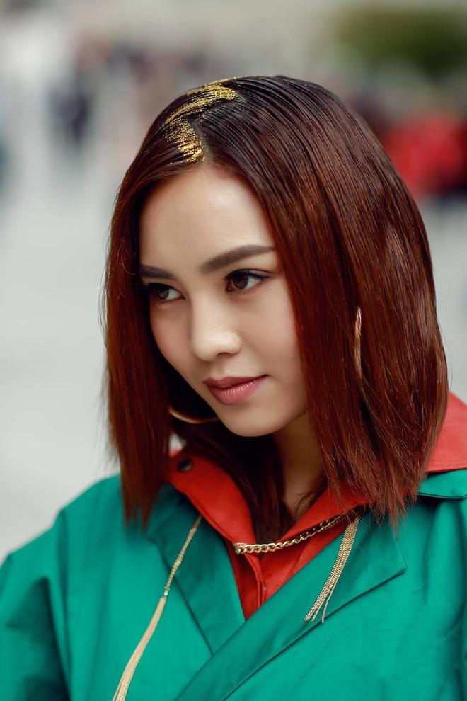 Soi nhất cử nhất động của sao Việt (23/10) - Ảnh 4.