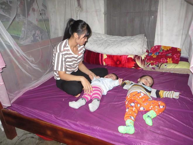 Hai đứa con thơ đều mắc bệnh teo não từ 6 tháng tuổi, đôi vợ chồng nghèo đau đớn nhìn con héo úa từng ngày - Ảnh 1.