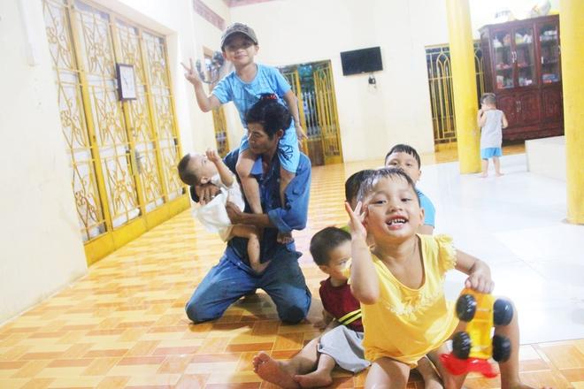 22 đứa trẻ mồ côi, bị bố mẹ bỏ rơi tại Tịnh xá Ngọc Tuyền: Chúng con thèm được cô chú ẵm bồng - Ảnh 5.