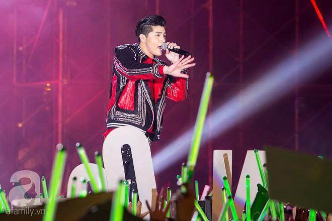 Fan ngất xỉu trong liveshow miễn phí dành cho 20.000 khán giả của Noo Phước Thịnh - Ảnh 4.