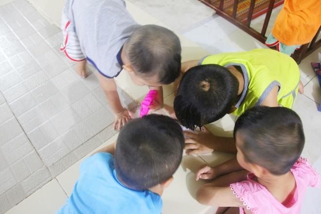 22 đứa trẻ mồ côi, bị bố mẹ bỏ rơi tại Tịnh xá Ngọc Tuyền: Chúng con thèm được cô chú ẵm bồng - Ảnh 18.