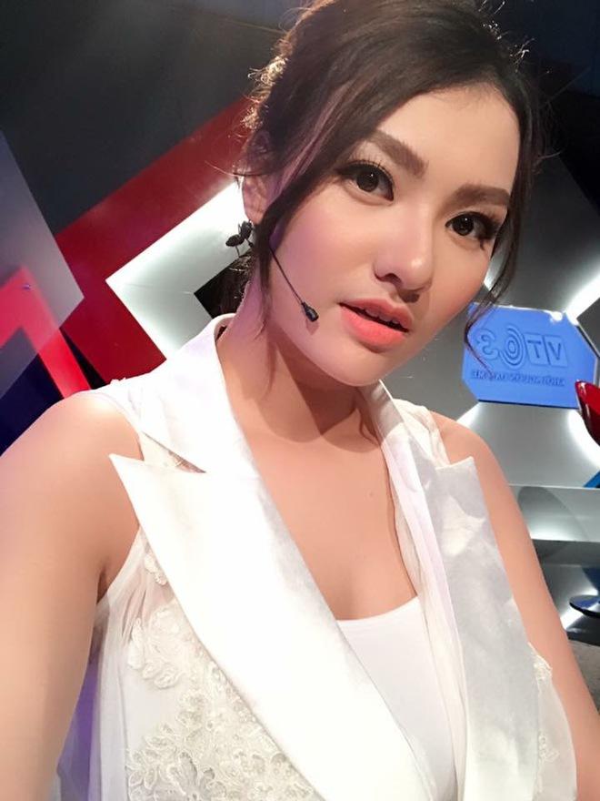 Soi nhất cử nhất động của sao Việt (4/10) - Ảnh 12.