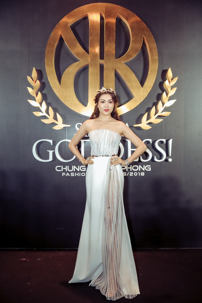Hoa hậu đại dương Ngân Anh cùng dàn mỹ nhân thiêu đốt thảm đỏ show thời trang của Chung Thanh Phong - Ảnh 9.