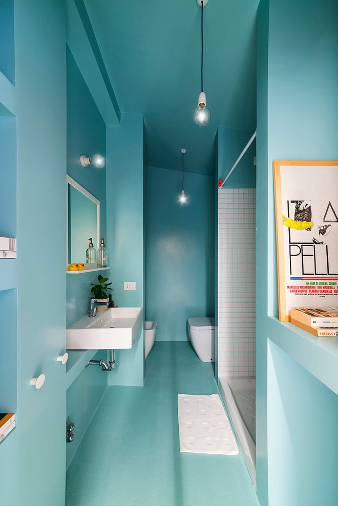 Thổi bay cảm giác oi bức ngày hè với phòng tắm xanh – trắng mát lịm - Ảnh 2.