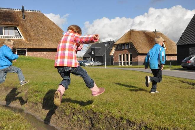 Mẹ Anh và mẹ Mỹ tiết lộ lý do trẻ em Hà Lan luôn hạnh phúc nhất thế giới - Ảnh 5
