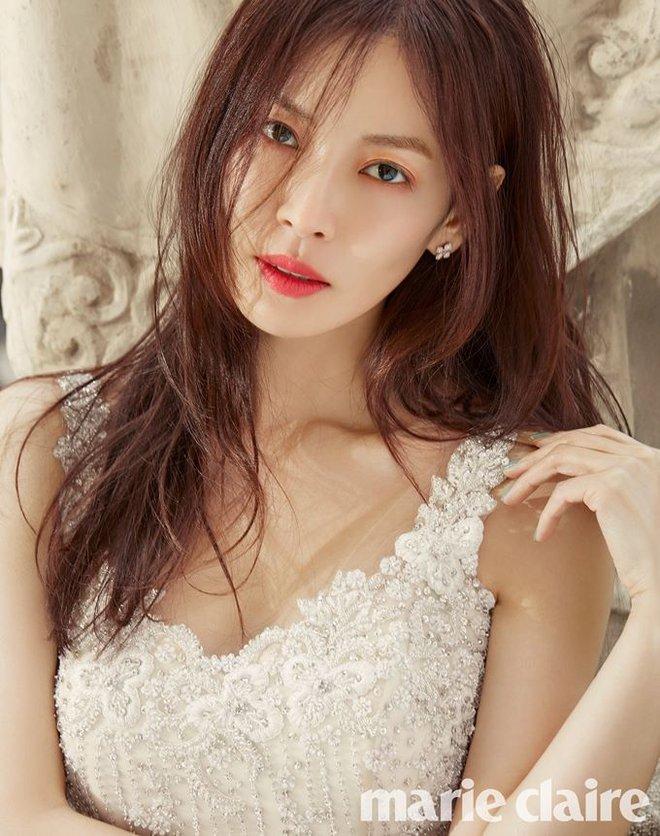 Những hình ảnh đẹp ngọt ngào trong bộ ảnh cưới của Kim So Yeon - Ảnh 3.
