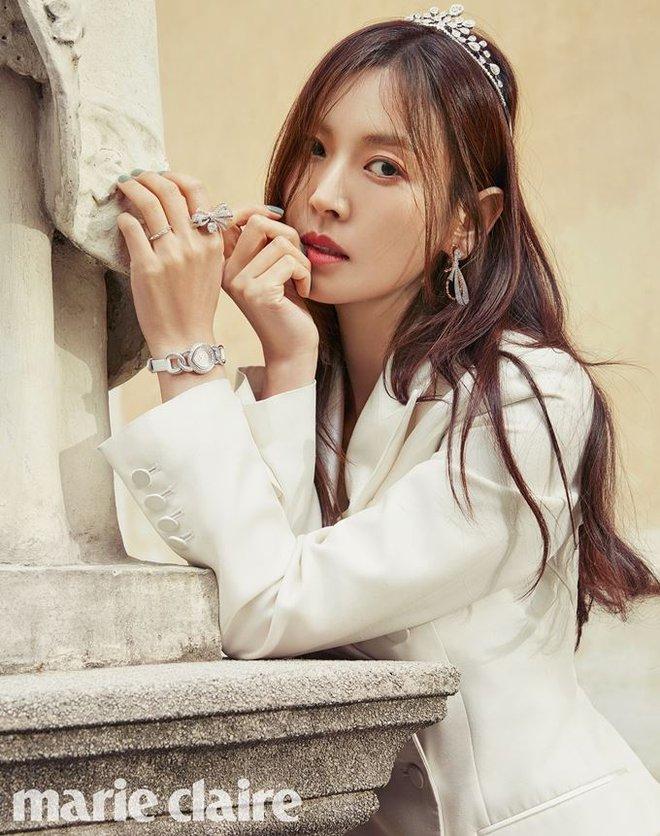Những hình ảnh đẹp ngọt ngào trong bộ ảnh cưới của Kim So Yeon - Ảnh 4.