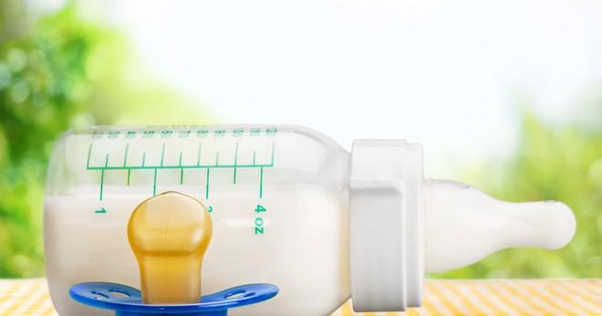 Sữa công thức có thực sự cần thiết cho trẻ sau 1 tuổi? Sự thật sẽ khiến bố mẹ ngã ngửa! - Ảnh 1.