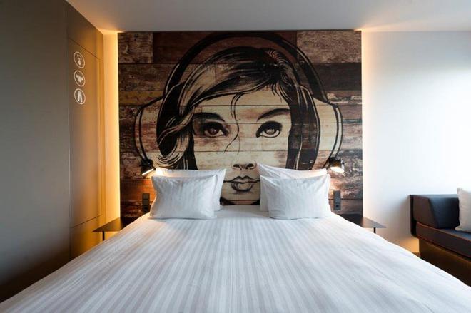 7 cách trang trí đầu giường tạo điểm nhấn cho phòng ngủ - Ảnh 10.