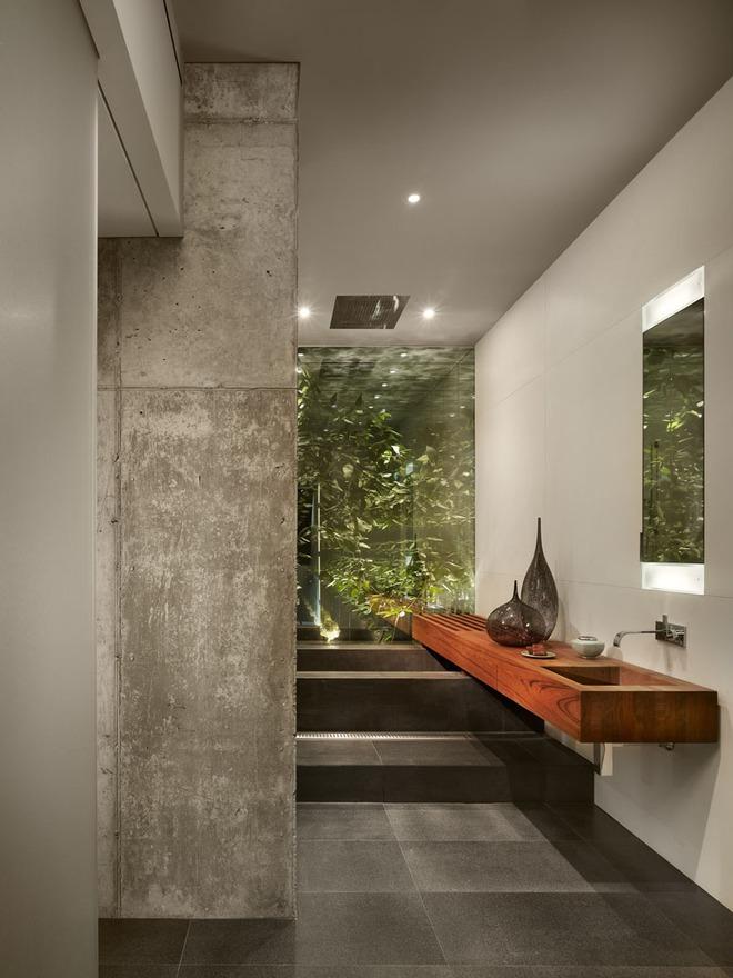Chẳng cần nhiều, một chiếc bồn rửa tay bằng gỗ cũng đủ mang nét tự nhiên ngập tràn phòng tắm - Ảnh 5.