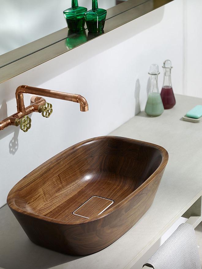 Chẳng cần nhiều, một chiếc bồn rửa tay bằng gỗ cũng đủ mang nét tự nhiên ngập tràn phòng tắm - Ảnh 9.