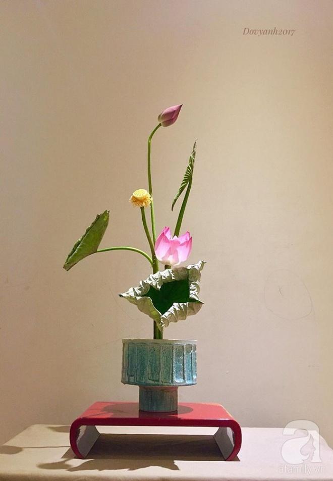 Những cách cắm hoa sen khiến vạn người mê của hai ông bố trẻ - Ảnh 3.