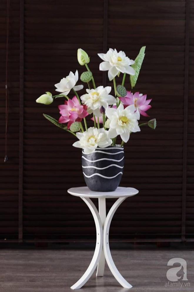Những cách cắm hoa sen khiến vạn người mê của hai ông bố trẻ - Ảnh 12.