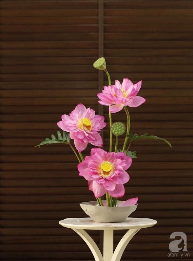 Những cách cắm hoa sen khiến vạn người mê của hai ông bố trẻ - Ảnh 17.