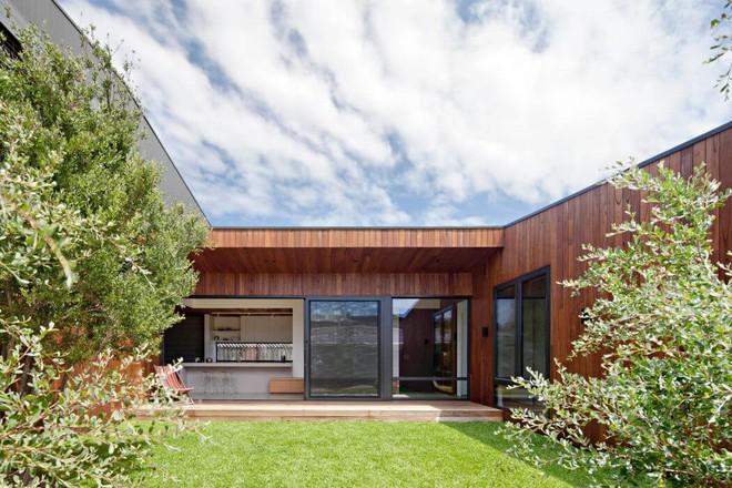 Ngôi nhà nằm giữa núi rừng gây ngạc nhiên vì quá đẹp và thơ mộng - Ảnh 1.