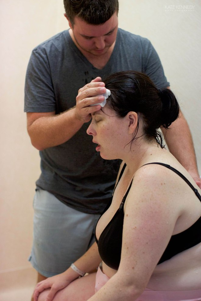 Thán phục nỗ lực của bà mẹ quyết tâm sinh thường thai ngôi mông - Ảnh 2.