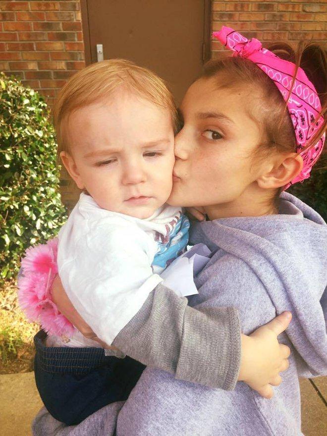 """Hình ảnh cô bé 12 tuổi gây bão mạng khi tự tay """"đỡ đẻ"""" cho mẹ - Ảnh 13."""