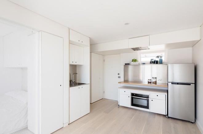 Áp dụng cách thiết kế của người Nhật, căn hộ 24m² trở nên rộng rãi và thoáng mát đến khó tin - Ảnh 2.