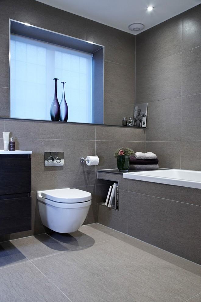 Ngỡ ngàng trước vẻ đẹp nền nã của những phòng tắm trắng xám - Ảnh 2.
