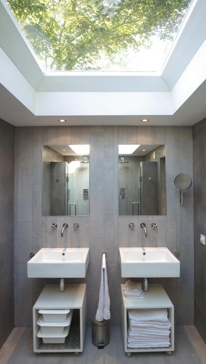 Ngỡ ngàng trước vẻ đẹp nền nã của những phòng tắm trắng xám - Ảnh 3.