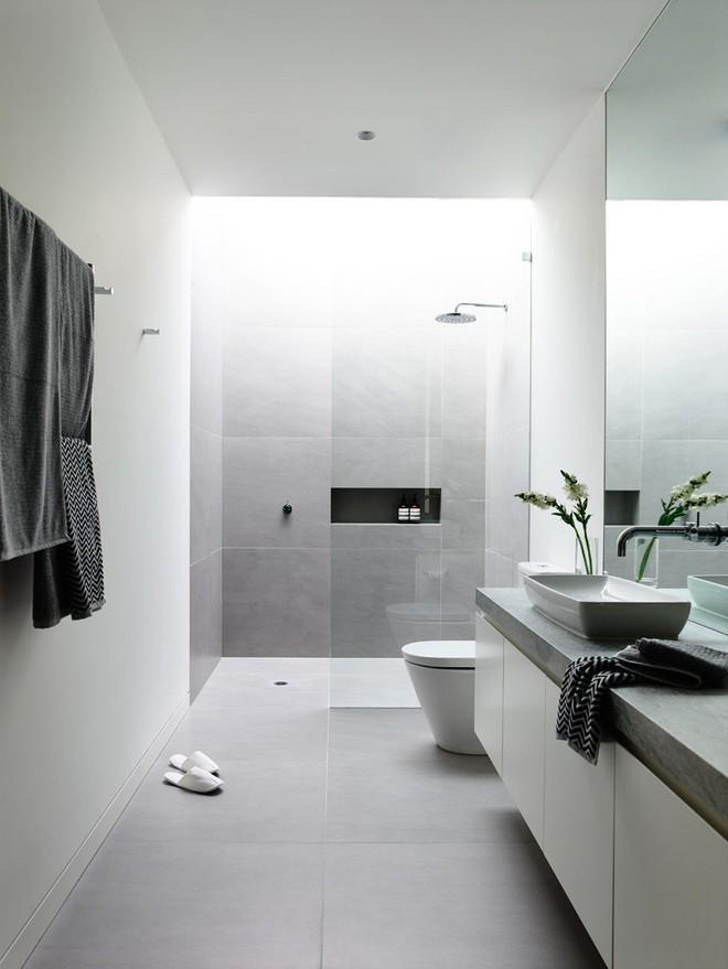 Ngỡ ngàng trước vẻ đẹp nền nã của những phòng tắm trắng xám - Ảnh 5.