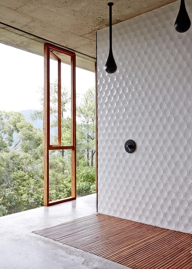 Phòng tắm trở nên sang chảnh bất ngờ với bức tường sử dụng gạch ốp 3D - Ảnh 2.