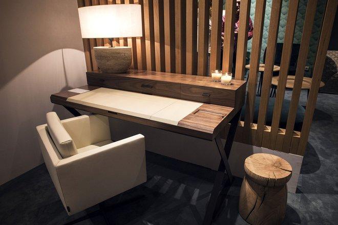 Những mẫu bàn làm việc gọn nhẹ giúp bạn có ngay văn phòng tại nhà dù nhà không rộng rãi  - Ảnh 2.