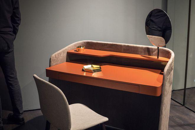 Những mẫu bàn làm việc gọn nhẹ giúp bạn có ngay văn phòng tại nhà dù nhà không rộng rãi  - Ảnh 4.