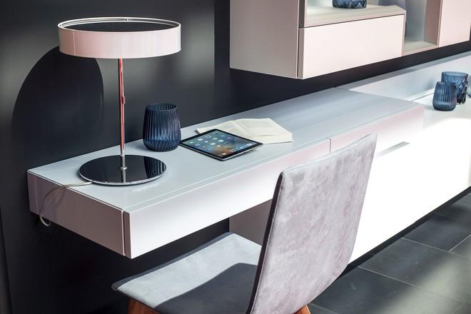 Những mẫu bàn làm việc gọn nhẹ giúp bạn có ngay văn phòng tại nhà dù nhà không rộng rãi  - Ảnh 7.